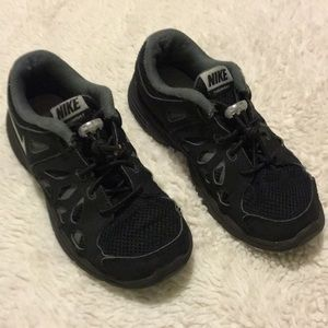 Kids unisex black size 1.5 Nike fusion run 2 shoes